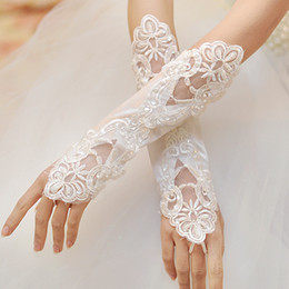2016 Beautiful Bridal Gloves White Fingerless Lace Appliqued Pearl Beaded Bridal Gloves Wedding Gloves Cheap EM01467