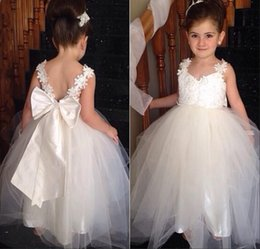 2016 Lovely Flower Girls Dresses V Neck Lace Appliques and Bowknot Tulle Floor Length Girls Pageant Dresses