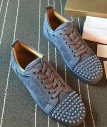 Купить Онлайн Франция человек-размеры 35-46 Франция низкий рейтинг бренда мужчин кроссовки с красной подошвой обуви красной подошвой женской обуви из натуральной кожи моды случайные с Rivet спайковых Flats