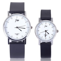 Wholesale Manufacturer to supply new authentic high grade leather band Business casual watch personality fashion lovers watch couple quartz watch