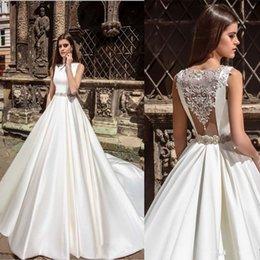 Promotion mariage strass robe de cristal White Satin Une ligne Robes de mariée 2017 Nouveaux cristaux Arrivée de perles strass Retour étage longueur Robes de mariée Vestidos de novia