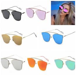 Lente de espejo en Línea-Ultra moderno marco de la luz del metal Mujeres Hombres espejo plano lente gafas de sol de la manera Gafas de sol del ojo de gato famoso KKA673