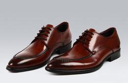 2017 los hombres hechos a mano de los zapatos oxford Zapatos de los hombres zapatos hechos a mano de encargo de los zapatos de vestido zapatos de cuero genuinos de Oxford del becerro calza los zapatos del brogue del wingtip barato los hombres hechos a mano de los zapatos oxford
