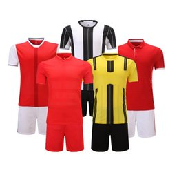 Wholesale Blank Men Athletic apparel Breathable Soccer team sets Football Jersey Training kits Jogging Clothing