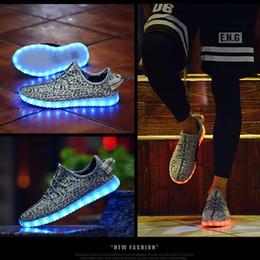 Acheter en ligne La conception de chaussures de couleur-2016 haute qualité nouvelle conception 7 couleurs changeant USB rechargeable éclairer les femmes hommes LED chaussures