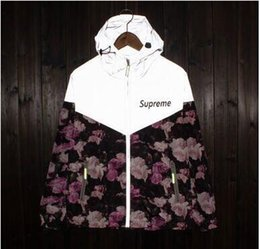 Wholesale windbreaker jacket superme coat popular logo m reflective men women trench coat camouflage sweethearts outfit is prevented bask in clothes