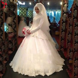 2016 Saudi Arabia Muslim Wedding Dresses Ball Gown High Neck Long Sleeve Lace Wedding Dress Beaded Appliques Bridal Gown with Hijab