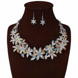 Wholesale Newest Design Handmade Boho Crystal Acrylic Beaded Sunflower Alloy Casting Necklace Christmas Gift Jewelry Set Choker