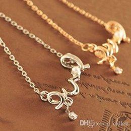 Acheter en ligne Beaux colliers-New Fashion Girls Belle Gold / Silver LOVE Collier pendentif chaîne lettre de qualité Bonne nouvelle Livraison gratuite