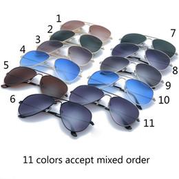 Wholesale 11 gafas de sol de los colores para las mujeres de las gafas de sol del verano del diseñador de la marca de fábrica de la venta UV400 protegen las gafas de sol auténticas del diseñador con