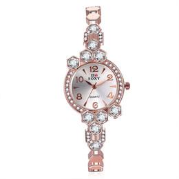 Women Vintage Watches Brand SOXY Elegant Luxury Quartz Fashion circular Dial Watch Carved Patterns Bracelet Casual Wrist Watches Wholesale