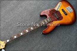Descuento guitarras llama roja Al por mayor-Nueva llegada, 4 cuerdas de guitarra bajo eléctrico, con Red Pearl golpeador, arce flameado superior, el color del resplandor solar de la vendimia, venta al por mayor