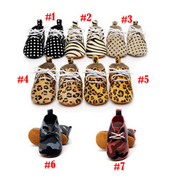 Wholesale Baby moccasins soft sole genuine leather first walker shoes baby leather newborn shoes dot leopard maccasions boot bootie