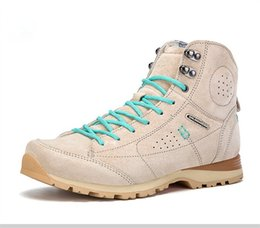 Free shipping in 2017 autumn and winter outdoor woman help wear-resisting breathable mountaineering walking shoes 36 to 40