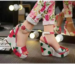 2016 Summer Fashion Flower Print Women Platform Wedge Sandals Brand Designer Ankle Buckle Open Toe High Heels Gladiator Shoes