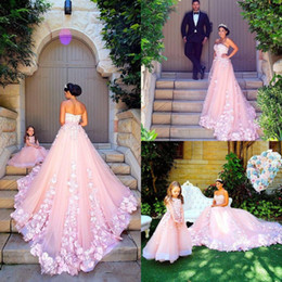 Glamorous Pink Sweetheart Pleated Tulle Hand-made Flowers Sweep Train Formal Prom Dress A Line Evening Party Gowns Cheap