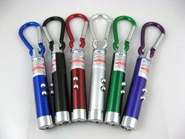 Acheter en ligne Des vacances mini-lumières-100pcs vacances lumières 3 en1 LED Mini lampe de poche en alliage d'aluminium de la flamme avec mousqueton anneau porte-clés mini-pointeur laser lampe de poche