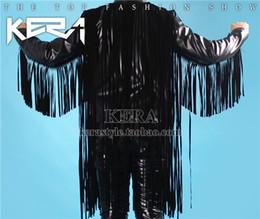 Desconto revestimento da motocicleta longas de couro Queda-DJ direitos cantor Zhi-long palco trajes homens que cultivam borla + bolso vermelho jaqueta de motoqueiro de couro costura preta
