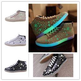 Promotion énergie ups La mode des étoiles lumineuses hautes chaussures 3colors stars modèle d'économie d'énergie de lumière des chaussures lacer occasionnels haute top sneakers EMS DHL