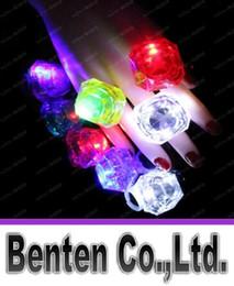 Discothèque clignotant conduit en Ligne-Grand Diamond Ring Finger Luminous Anneaux LED Emitting Produits LED Clignotant Anneau Party Disco lumières de Noël Halloween Fête des Lumières