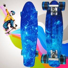 2017 las luces de carga De alta calidad de 100 kg de carga retro Skateboard patrón de cielo estrellado Junta duradero de luz ambiental al aire libre patín de skate de deporte 1484064 barato las luces de carga