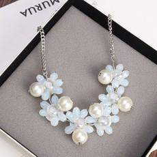 Korean Fashion Sweet Fress Pearl Flower Necklace Crystal Necklace Light Blue Flower Short Sweater Necklaces Dangle Charms Jewelry for women