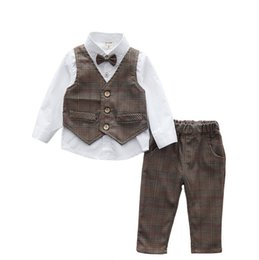 Wholesale Hug Me Baby Boys Outfits and Sets Babys Kids Clothes New Summer Bow Long Sleeve T shirts Waistcoat and Pants Sets AA