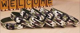 Descuento m seguridad El más nuevo collar de perro flash LED camuflaje collares de perro 2.5CM Wideth S M L Tamaño de LED parpadeante dólares para mascotas Seguridad collares de nylon