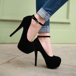 Wholesale Nouveau fond rouge élégant Femmes Sandales Plate forme Mode cm Heels Spike Sandals Chaussures Sexy Woman Plus Size