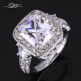 Exaggerated Luxurious CZ Diamond Engagement Finger Rings Wholesale 18K Platinum Plated Imitation Crystal Jewelry For Men and Women DFR301