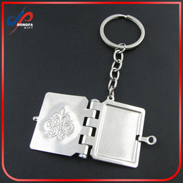 Wholesale latest creative Lovely Wedding key chain Lovers key Chain story of love books Key chain bible book key chain tourist souvenir