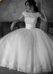 Hot Selling Vintage Wedding Dresses Scoop Neckline Cap Sleeve Lace Tulle Ball Gown Princess Bridal Gowns