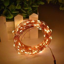 Descuento luces de hadas blancas con pilas 10PCS 10M 100 LED 3 baterías AA Desarrollado LED decorativo de alambre de cobre de hadas luces de la secuencia blanco caliente para la Navidad del banquete de boda de la decoración