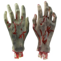 Wholesale Best Seller factory price Halloween medieval Horror Props Bloody Hand Haunted House Party Decoration capote de terciopelo Aug10