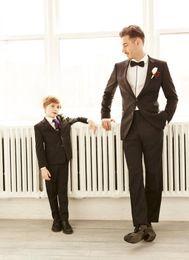 Wholesale Custom Made Slim And fat Groom Best Man Tuxedos Wedding Wear Groomsman Men Suits Pans Ties Bridegroom Clothes Jacket Pants Bow