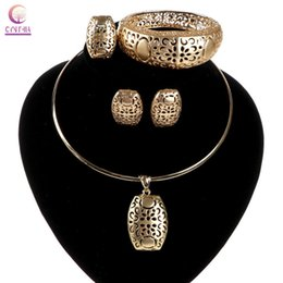Trendy Jewelry sets for wedding Women necklace hot sale Exclusive 18K gold Statement necklace with earrings