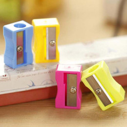 50pcs lot High Quality Pencil Sharpener Student Stationary Single Holes Pencil Cutter Free Shipping Material Escolar
