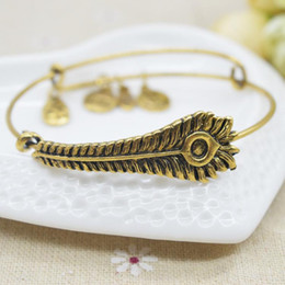 Livraison gratuite New Fashion Initial alphabet Bangle Jewelry câblage chanceusement bracelets pour hommes femmes charme pulseras à partir de bracelets de charme initiales fabricateur