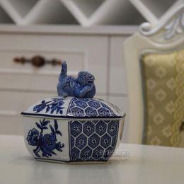Wholesale Shipping Jingdezhen ceramic ornaments antique European style retro jar with underglaze blue is blue and white lions gun Xiuqiu