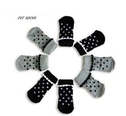 Primavera del lunar de princesa fuentes del perro mascota calcetines de color negro suelas de color gris con partículas no resbalones desde fuentes del perro muelles proveedores