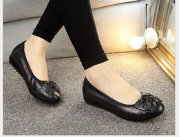 Spring leisure work shoes women's shoes middle-aged and old women's shoe leather bowknot flat shoes single mother soft bottom