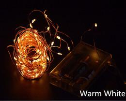 Descuento luces de hadas blancas con pilas 10M 100 LED 3 baterías AA Powered LED decorativo de alambre de cobre secuencia de hadas luces cálidas Blanco Blanco para bodas de Navidad