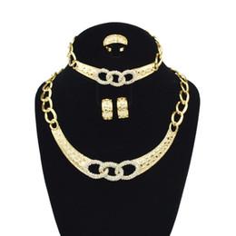 Assiettes en porcelaine pour à vendre-Diamond Three Ring Plating Ensemble de bijoux en or Bridesmaids Collier de mariage Boucles d'oreilles Bracelet Boutique de bijoux Vente en gros en Chine Livraison gratuite