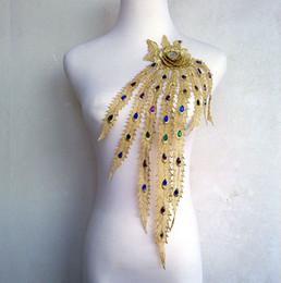 Compra Online Cosiendo flores 3d-35 * 45 cm en tres dimensiones bordado Phoenix de oro del cordón de la pluma pluma de parche cosido con apliques de flores 3D imitado diamante