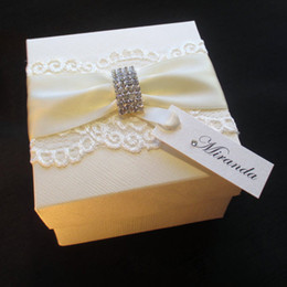 Wholesale Elegant Lace Diamante Buckle Decorated Gift Box Bespoke