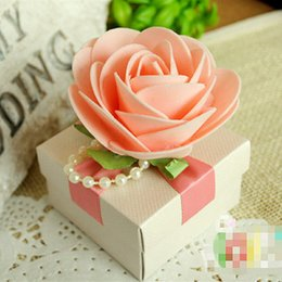 Hot Selling Wedding Candy Boxes with Pink Rose flowers and Ribbon New European Style Wedding Gift Bags Favor Holders