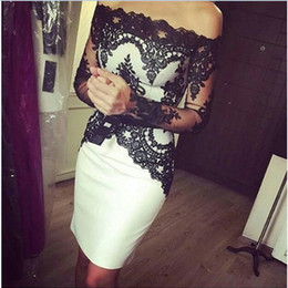 2019 Sexy White and Black Lace Knee Length Mother of the Bride Dresses With Long Sleeves Off The Shoulder Short Formal Evening Dresses