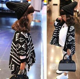 Wholesale kids ponchos Grils Coats Poncho Sweater Geometry Outerwear Cape New Autumn Winter Warm Fashion Tassels Cape Hot Sell Jackets