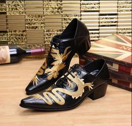 Acheter en ligne Broderie chaussures plates-Hot vendre dragon broderie hommes à la main en cuir de luxe chaussures hommes mocassins mariage et fête des chaussures hommes plats taille 38-46