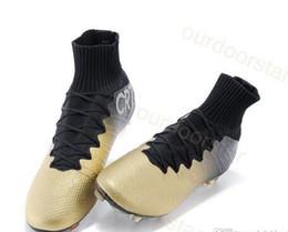 2017 altos tops hombres 45 Calzado de fútbol para los hombres zapatos de moda de alta del tobillo del oro FG CR7 fútbol al aire libre de calidad superior de la marca del hombre del fútbol de las grapas Botas 39-45 envío gratuito altos tops hombres 45 Rebaja